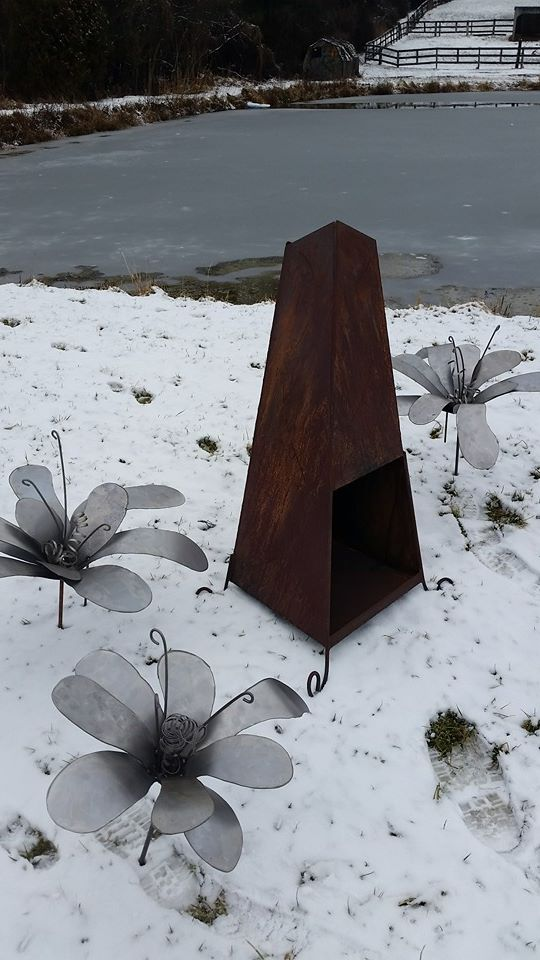 custom made rusted surface firepit by ImagineMetalArt